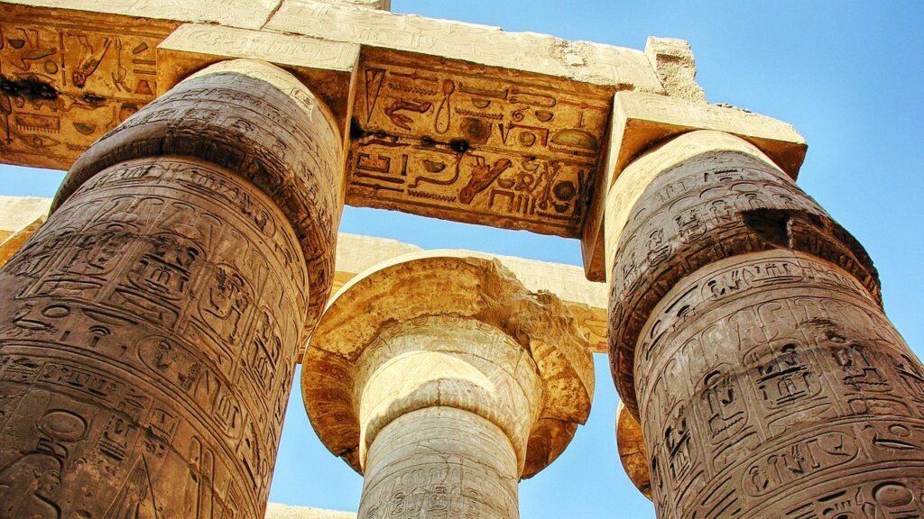 Colunas do Templo de Amon-Ra em Karnak - Egito - Papiro Fechado