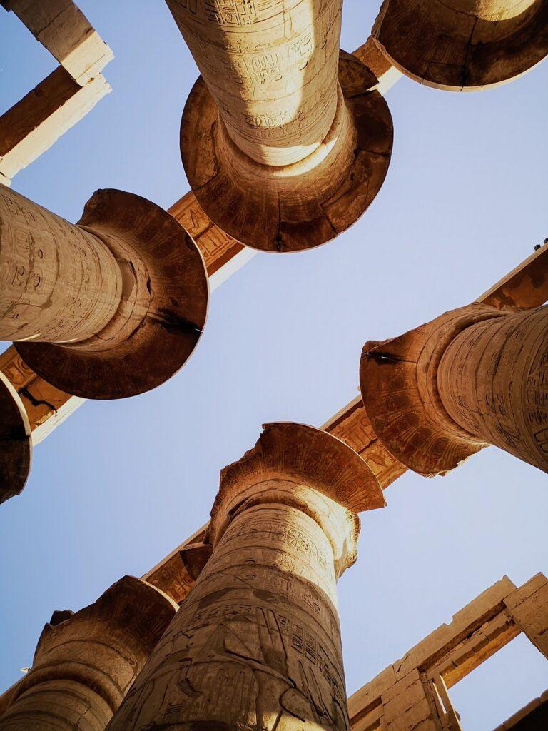Colunas do Templo de Amon-Ra em Karnak - Egito - Papiro Aberto